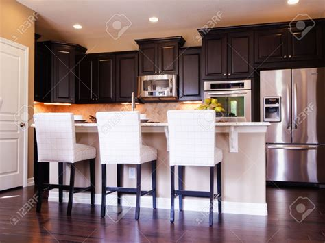 hardwood floors with kitchen cabinets kitchen cabinets with wood floors floor 8376