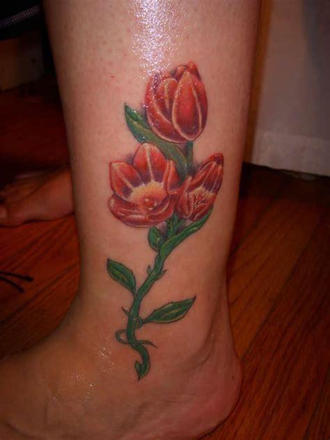tatuaggi fiori il tulipano significato  foto