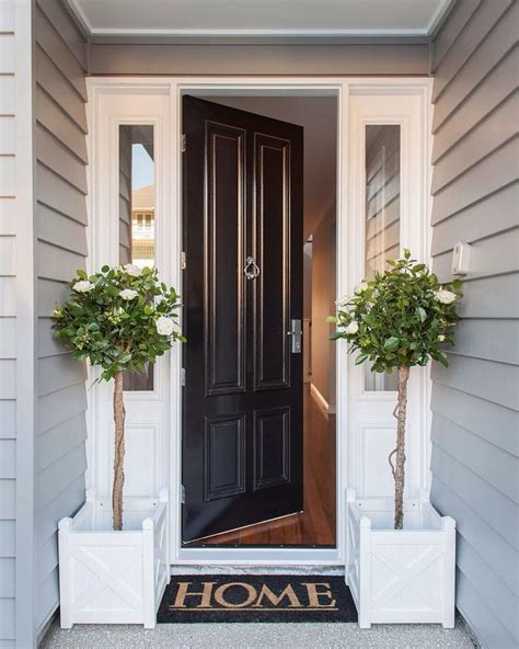 Decorating Ideas For Entrances by 25 Best Ideas About Front Entrances On Front