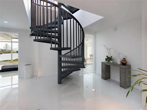 fait de la cuisine bel appartement en duplex au design moderne situé à miami