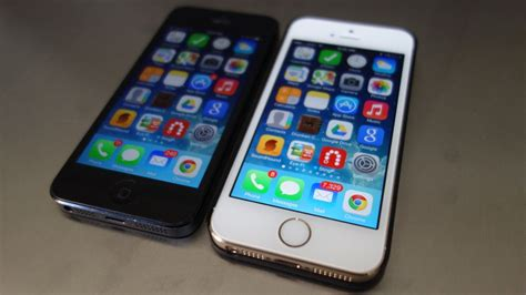 apple samsung smartphones muscle   competition