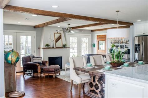 Hgtv Fixer Upper Boat House by Fixer Upper Plain Gray Ranch Made Bright And Spectacular