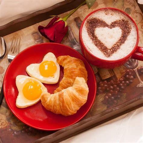 fruehstueck zum valentinstag romantische ideen mit herz