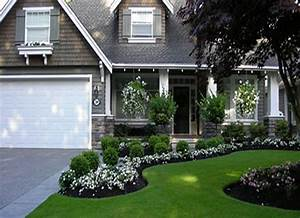 5 curb appeal tips the honeycomb home for Front yard garden layout