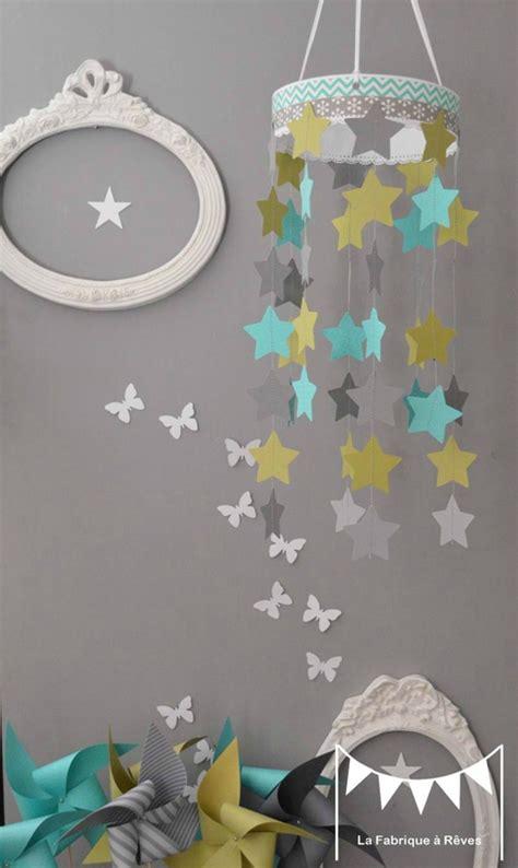 chambre garcon bleu turquoise mobile étoiles turquoise vert anis gris décoration chambre