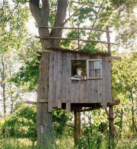 simple tree house ideas  pinterest diy tree house kids tree forts  treehouse ideas