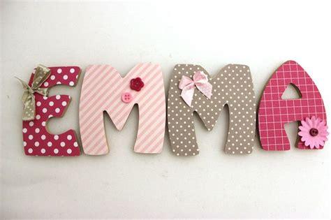 lettre prenom chambre bebe plaque de porte prénom lettres en bois thème framboise