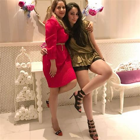Sanjay Dutts Wife Manyata Dutt Is A Poser Proof In Pictures And Manyata Dutt Loves To Pose