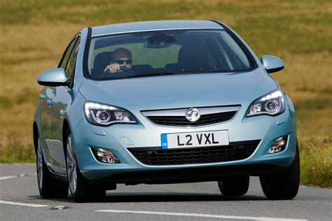 vauxhall ford vauxhall astra vs ford focus pictures auto express