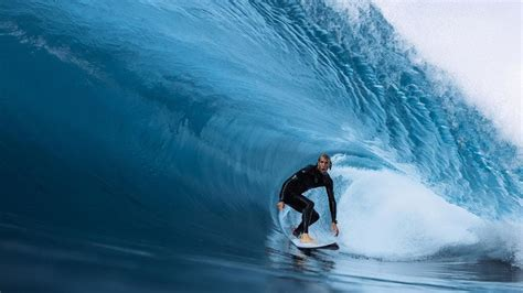 Surfer Owen Wright's emotional road to recovery from brain ...