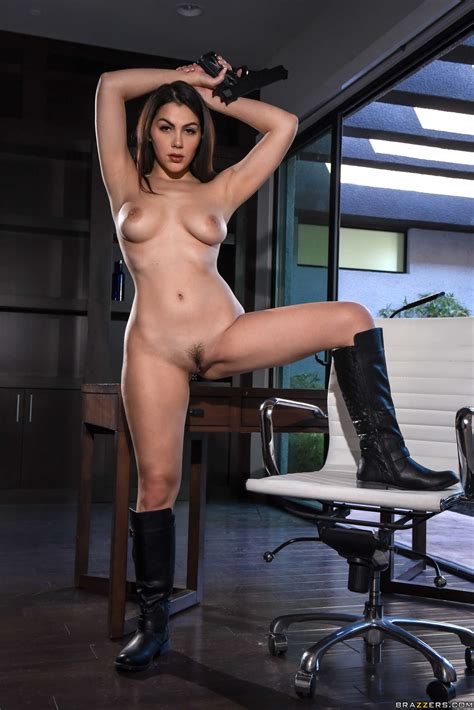 Beautiful Italian Babe Gets Properly Assfucked In Various