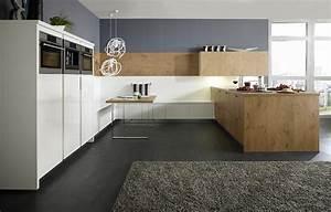 Küche Mit Sitzbank : gro z ge k che in wei und holz mit sitzbank ~ Michelbontemps.com Haus und Dekorationen