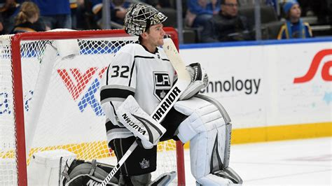 What is wrong with Jonathan Quick, and can he turn it ...