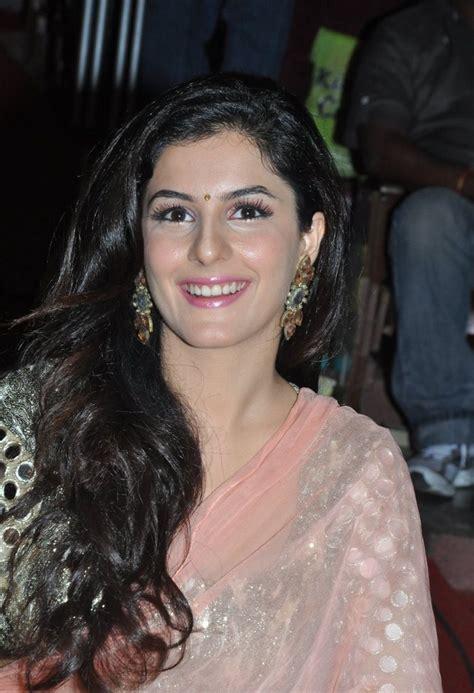 Actress Hot Isha Talwar Navel Show In Saree
