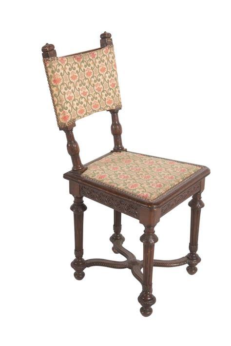 chaise de style louis xiii en chêne à dossier droit