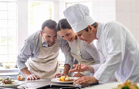 cuisiner avec un chef les cours de cuisine professionnels le fourniresto com