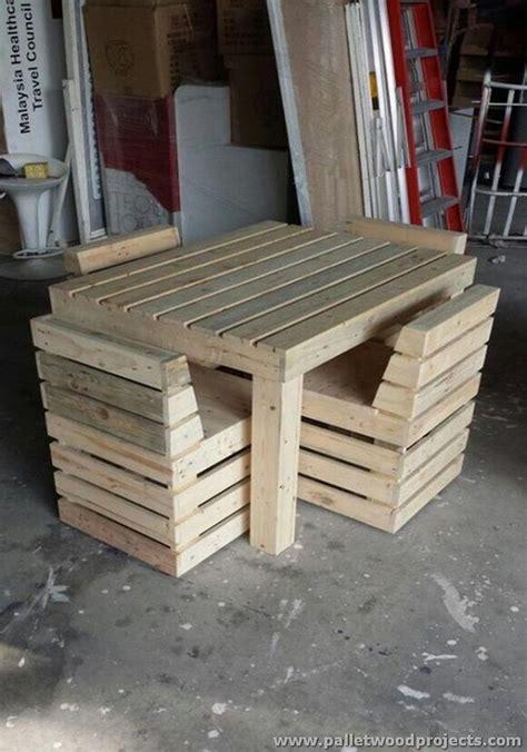 Table Et Chaises En Palettes Recyclées Wood Pixodium Pallet Wood Recycling Projects Palette Meubles Et Bois