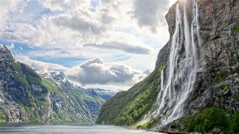 Norwegian Coastal Voyage Round Trip 14 Days 13 Nights