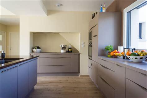 pose d un plan de travail cuisine comment poser un plan de travail de cuisine sans meuble