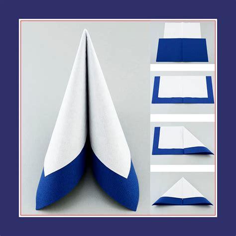 Servietten Falten Leicht by Tafelspitz Aus Zwei Servietten In Farben Weiss Und Blau