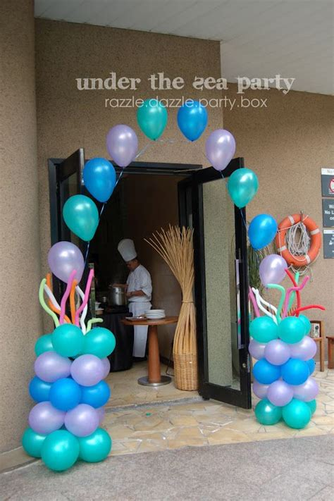 pin  chloe au  graduation  birthday party themes