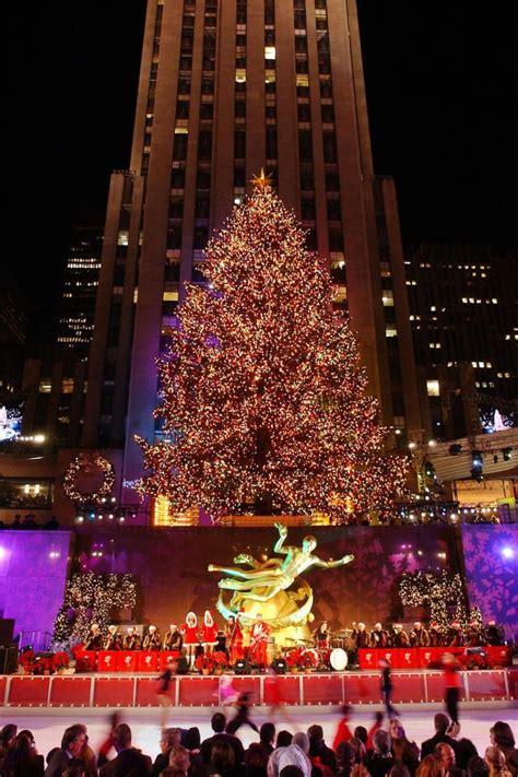 12 incredible photos of the rockefeller christmas tree