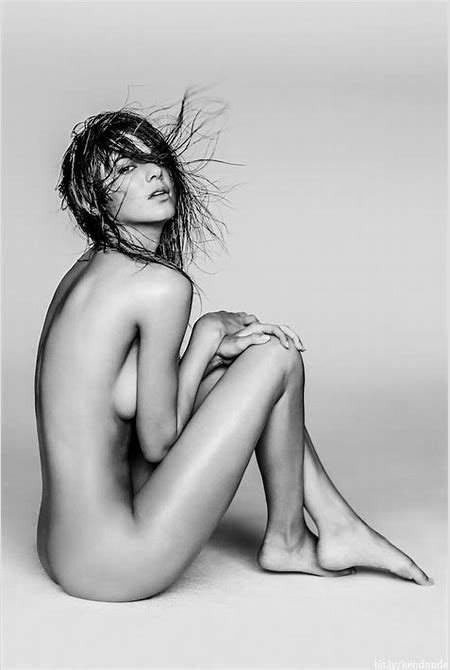 Kendall Jenner Nudes Will Rock Your World (33 PICS)