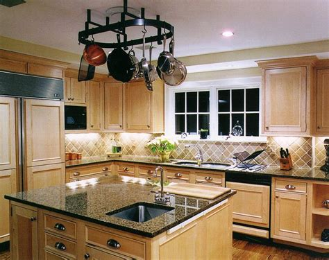 Kitchen Backsplash With Light Cabinets by 23 Best Maple Gray Images On Kitchen