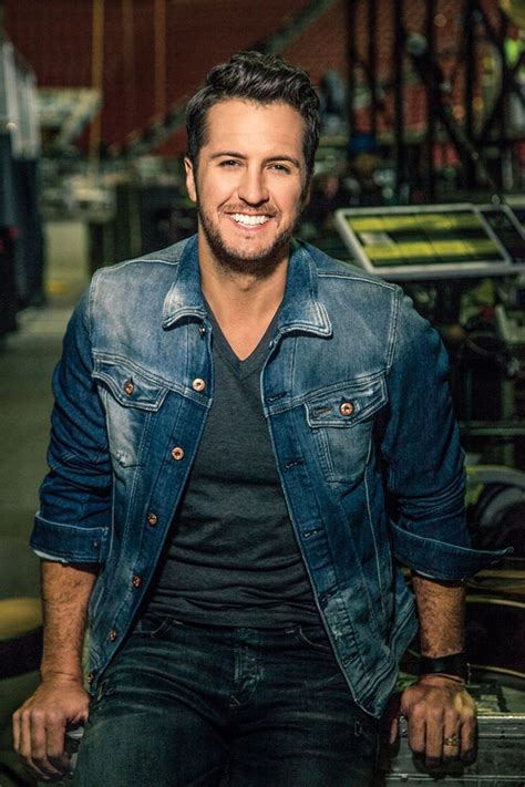 luke bryan luke bryan kicks off red kettle caign with thanksgiving day halftime performance
