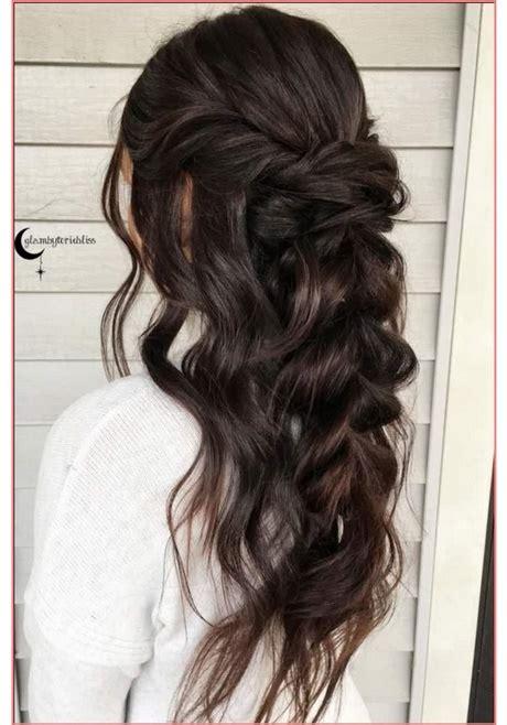 acconciature capelli lunghi  raccolti