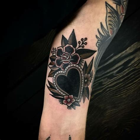tatuaggio cuore con fiori the 80 best tatuaggio cuore images on