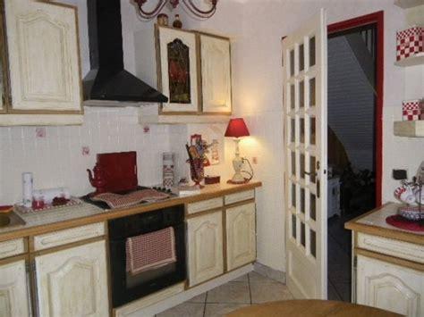 repeindre une chambre en 2 couleurs comment repeindre des meubles de cuisine couleur chãªne