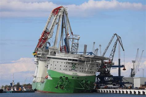breaking offshore vessel due  start working  north