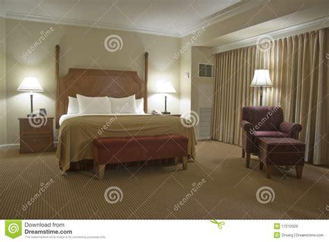 le chambre a coucher chambre à coucher avec le rideau images libres de droits