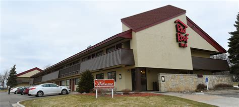 Woodbury's Red Roof Inn — low rates, high crime  Twin Cities