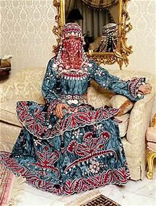 Wedding Dresses and Traditional Weddings Around the World ...