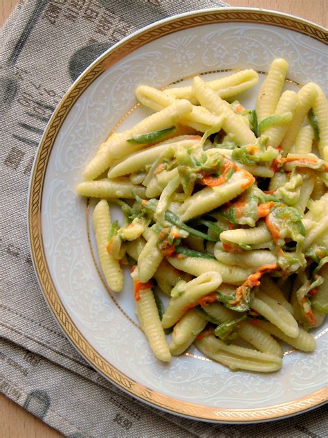 pasta fiori di zucchina pasta con fiori di zucca e zucchine home sweet home