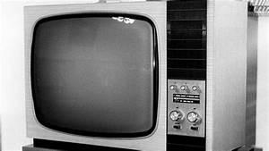 Fernseher In Weiß : 13000 briten nutzen noch schwarz wei fernseher ~ Frokenaadalensverden.com Haus und Dekorationen