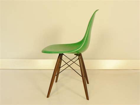 chaise eames fibre de verre chaise eames fibre de verre 176 best images about