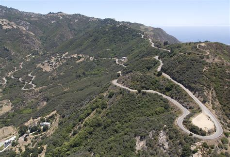 File:Aerial view of Mulholland Drive, Los Angeles ...