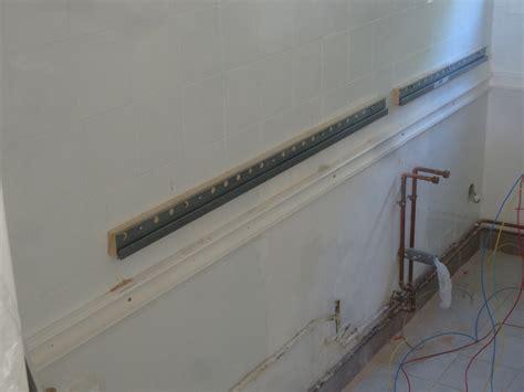 rail fixation meuble cuisine fixer plan de travail ides de dcoration et de mobilier