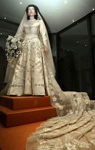 royal weddings wedding elizabeth ii and gowns With queen elizabeth wedding dress