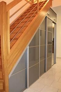 Placard Escalier : placard sous escalier pinteres ~ Carolinahurricanesstore.com Idées de Décoration