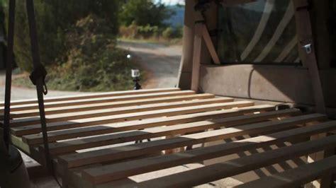 Construction d'un lit dans un van - YouTube