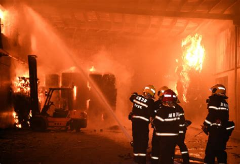 长沙一包装厂起火无人伤亡,企业5个月前曾查出火患_救援