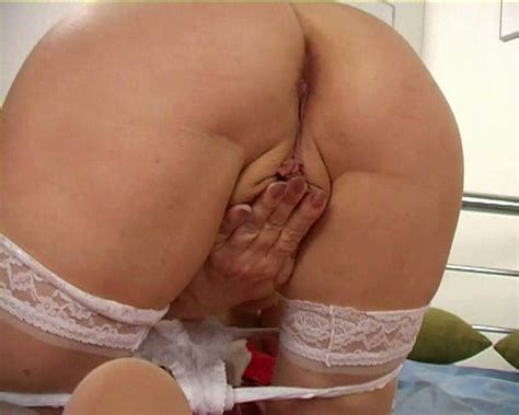 Kinky Milf Exploring Her Worn Out Pussy And Saggy Tits