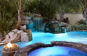 Steinmauer Mit Wasserfall : 20 tolle designs f r einen wasserfall am swimming pool ~ Sanjose-hotels-ca.com Haus und Dekorationen