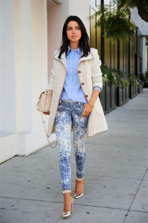 16 Trendy Outfit Ideas With Floral Pants - fashionsy.com