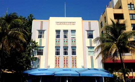 a guide to visiting miami s deco district