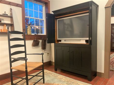 Tv Cabinet With Doors by Plate 11 Four Door Bi Fold Tv Cabinet Shaker Shoppe